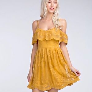 Honey Punch Yellow lace off- shoulder dress M
